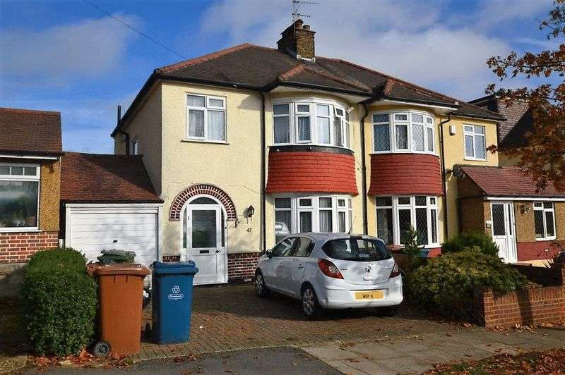 3 Bedrooms Semi Detached House for sale in Mount Drive, Harrow