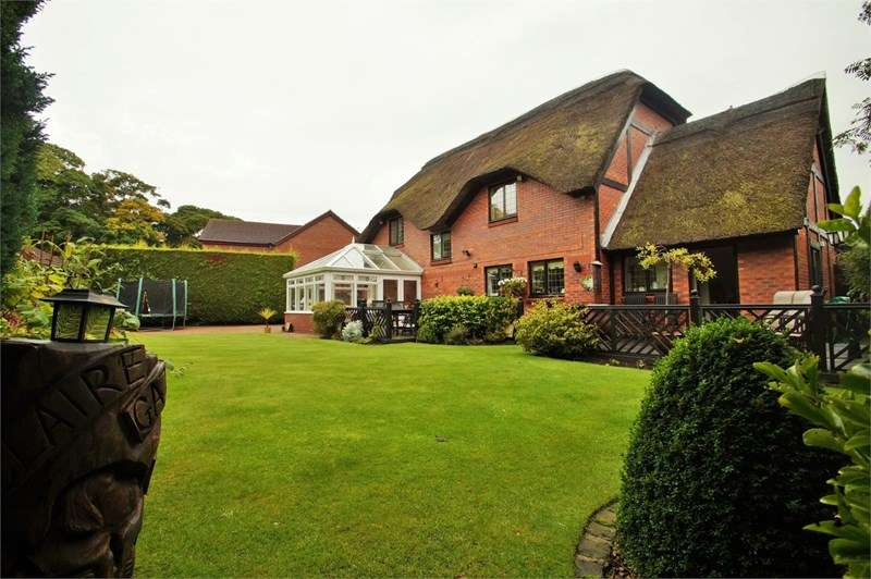 4 Bedrooms Detached House for sale in Church Green, Formby