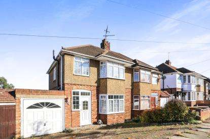 3 Bedrooms Semi Detached House for sale in Walcot Avenue, Luton, Bedfordshire