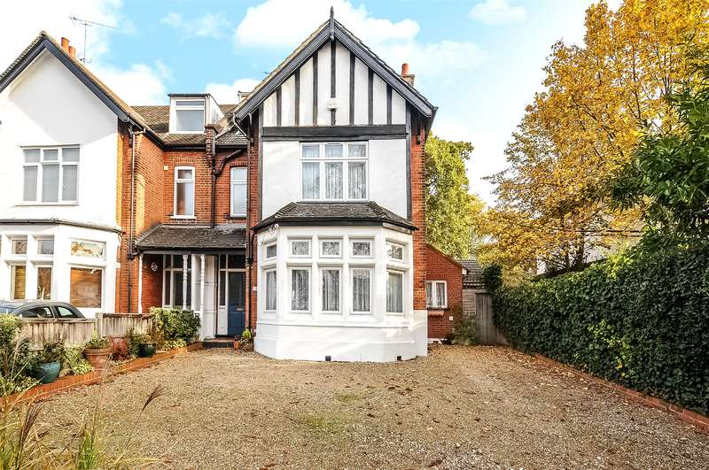 5 Bedrooms Semi Detached House for sale in The Avenue, Hatch End, Pinner, Middlesex, HA5