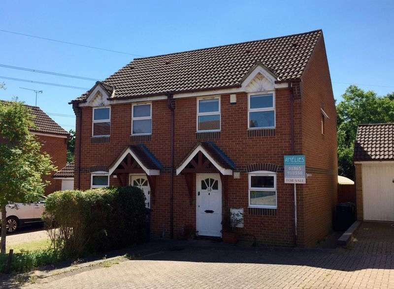 2 Bedrooms Semi Detached House for sale in Swallow Close, Oxford