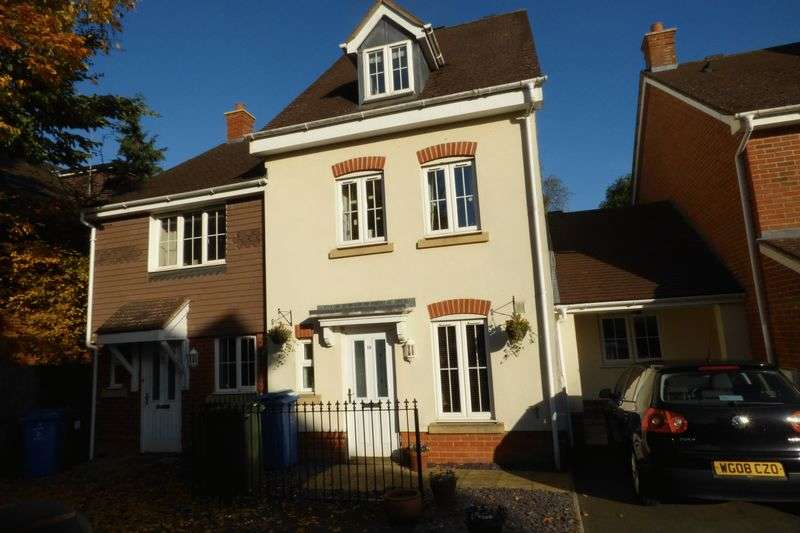 3 Bedrooms Terraced House for sale in Churchlands, Aldershot