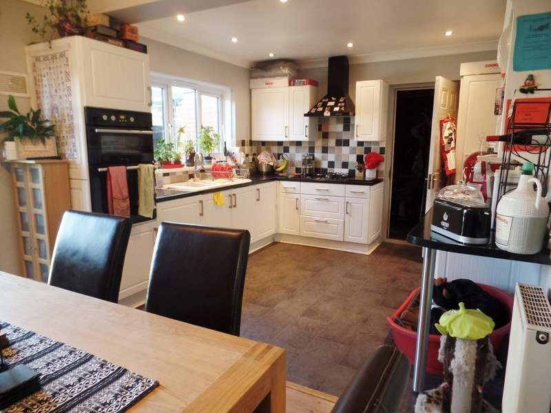 5 Bedrooms Detached House for sale in Preston Road, Holland on Sea