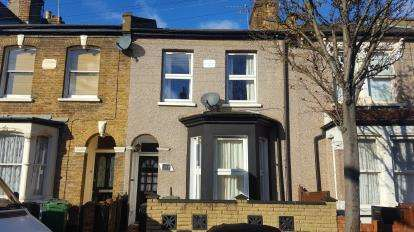 2 Bedrooms Terraced House for sale in London