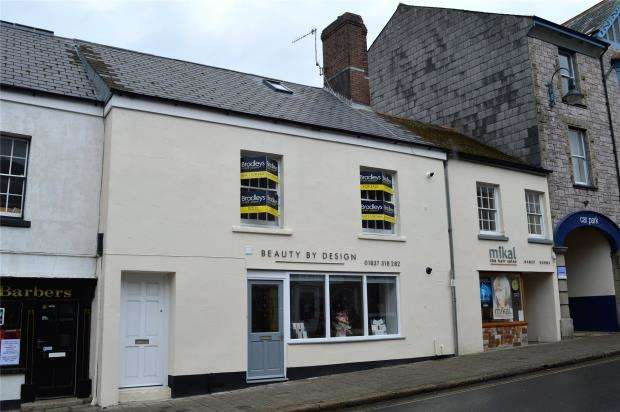 3 Bedrooms Flat for sale in East Street, Okehampton, Devon
