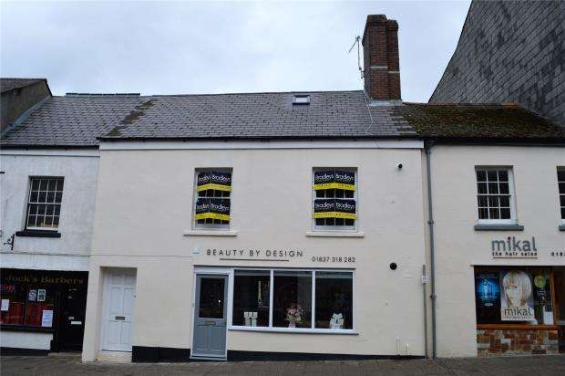 2 Bedrooms Flat for sale in East Street, Okehampton, Devon