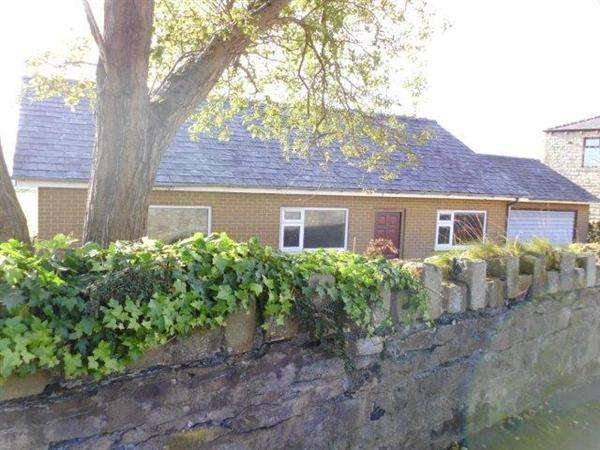 3 Bedrooms Bungalow for sale in Stanhill Road, Hyndburn