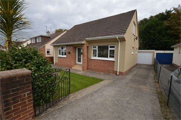 3 Bedrooms Detached Bungalow for sale in Manor Drive, Kingskerswell, Newton Abbot, Devon. TQ12 5HD