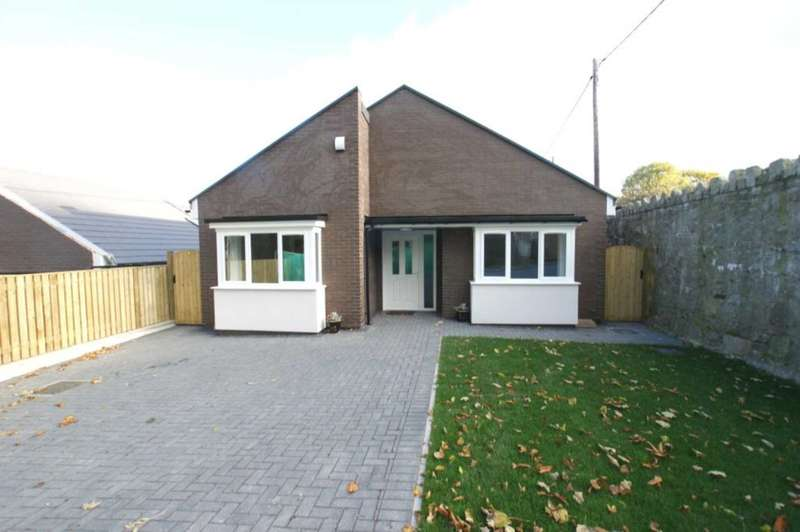3 Bedrooms Detached Bungalow for sale in 1 Llwyn Onn, Halkyn Road, Holywell, Flintshire. CH8 7TZ