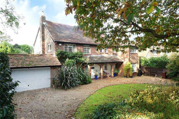 5 Bedrooms Detached House for sale in Sea Avenue, Rustington, West Sussex, BN16