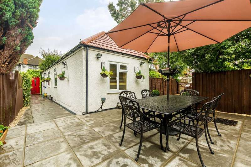 2 Bedrooms Bungalow for sale in Fielding Avenue, Twickenham, TW2