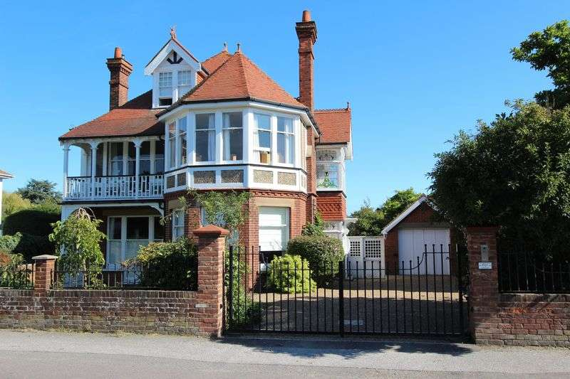 5 Bedrooms Detached House for sale in Walmer