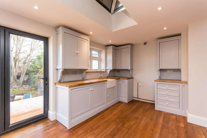 4 Bedrooms End Of Terrace House for sale in Woodgrange Avenue, North Finchley, N12