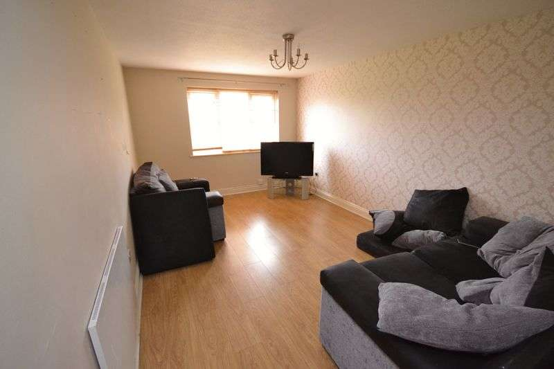 2 Bedrooms Flat for sale in Delius Way, Stanford-Le-Hope