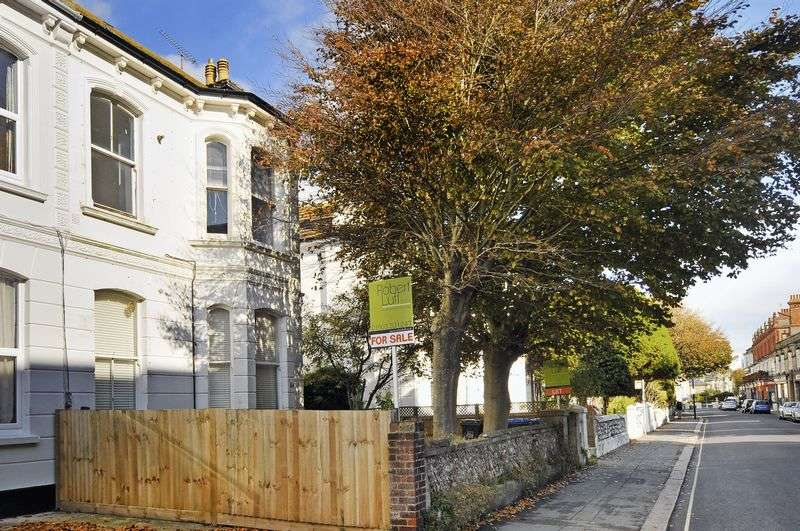 2 Bedrooms Flat for sale in Rowlands Road, Worthing