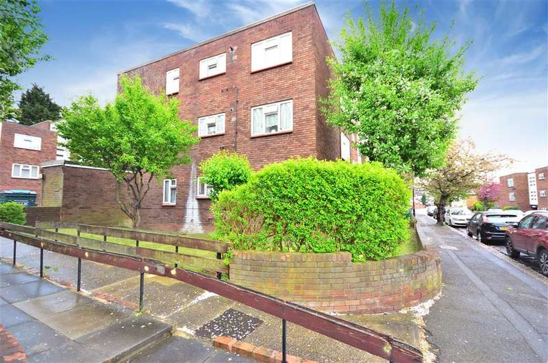 3 Bedrooms Flat for sale in Winsbeach, Walthamstow