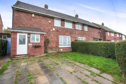 3 Bedrooms Semi Detached House for sale in Whipperley Way, Luton, Bedfordshire