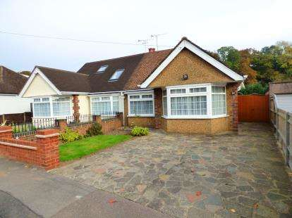 2 Bedrooms Bungalow for sale in Links Way, Croxley Green, Rickmansworth