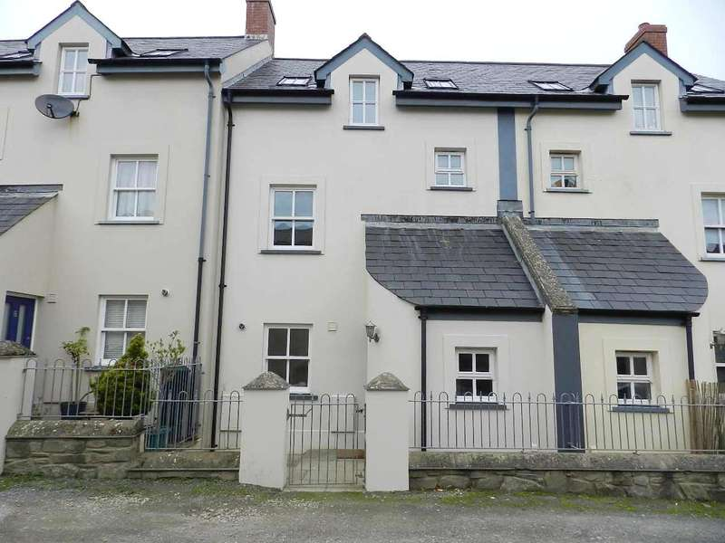 3 Bedrooms Terraced House for sale in Hayguard Lane, Haverfordwest, Pembrokeshire