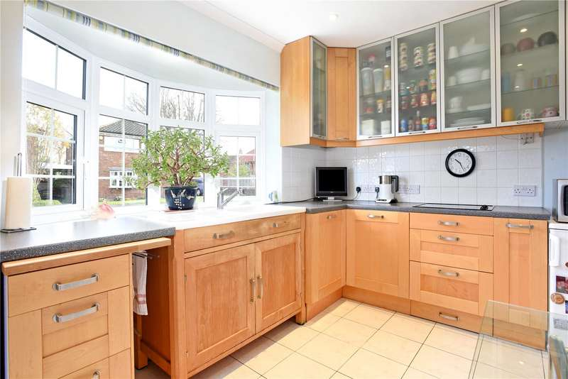 4 Bedrooms Detached House for sale in The Crofts, Upper Halliford Green, Shepperton, Surrey, TW17