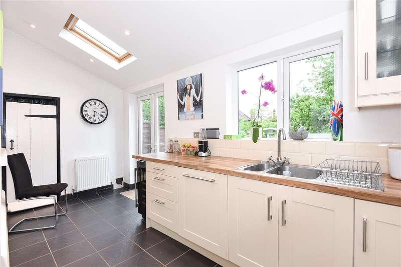 2 Bedrooms Terraced House for sale in Dickinson Square, Croxley Green, Hertfordshire, WD3