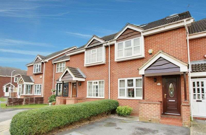 3 Bedrooms Terraced House for sale in Blisworth Close, Hayes