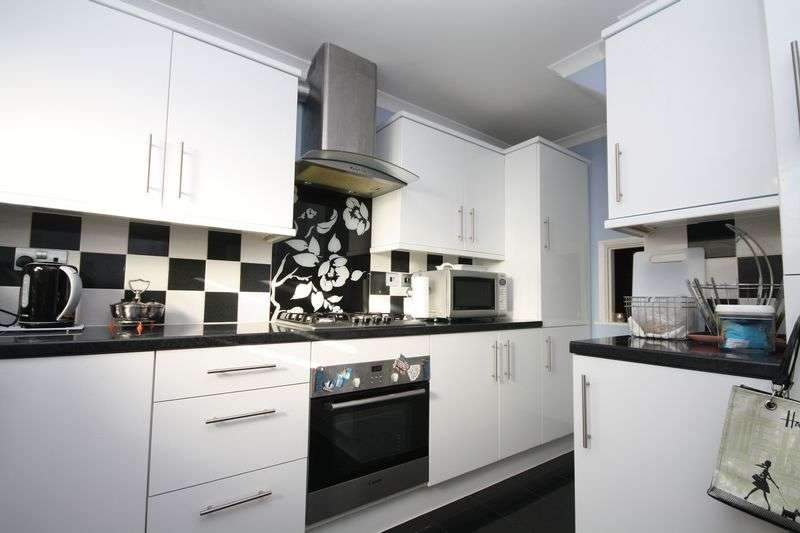 2 Bedrooms Flat for sale in Parkfield Drive, Northolt