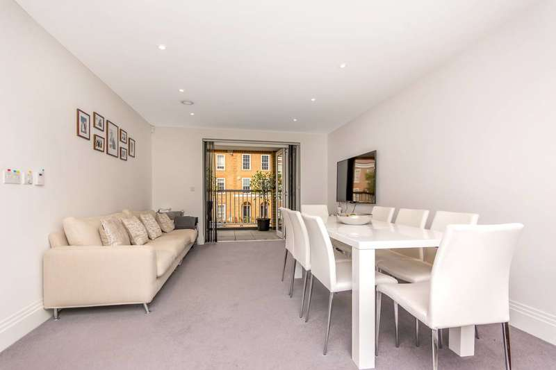 2 Bedrooms Flat for sale in Ashridge Close, Finchley, N3