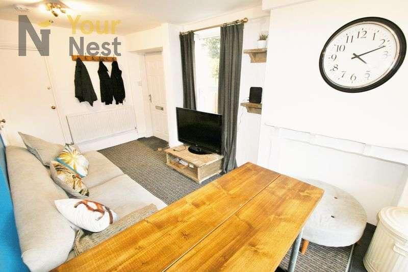 4 Bedrooms Semi Detached House for rent in Richmond Mount, Leeds, LS6 1DF