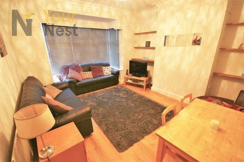 5 Bedrooms Terraced House for rent in Estcourt Avenue, Headingley, LS6 3ET