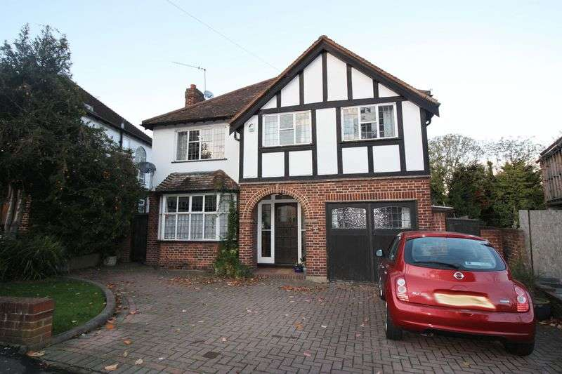 4 Bedrooms Detached House for sale in Denehurst Gardens, Woodford Green