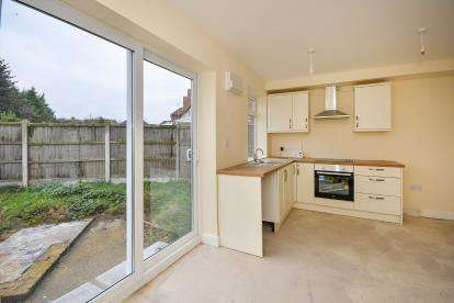 3 Bedrooms Semi Detached House for sale in Lyndhurst Avenue, Blidworth, Mansfield, Nottinghamshire