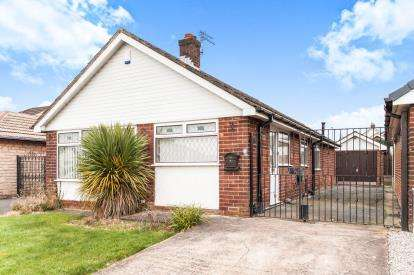 3 Bedrooms Bungalow for sale in Southover, Westhoughton, Bolton, Greater Manchester, BL5