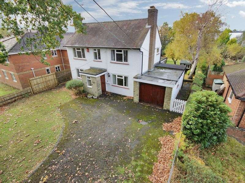 3 Bedrooms Detached House for sale in Tinsley Lane, Three Bridges, Crawley, West Sussex