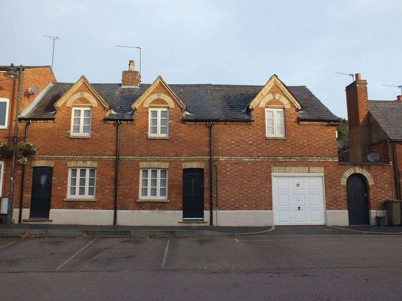 4 Bedrooms Terraced House for sale in North End Square, Buckingham