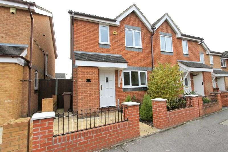 3 Bedrooms Semi Detached House for sale in Cotswold Way, Worcester Park