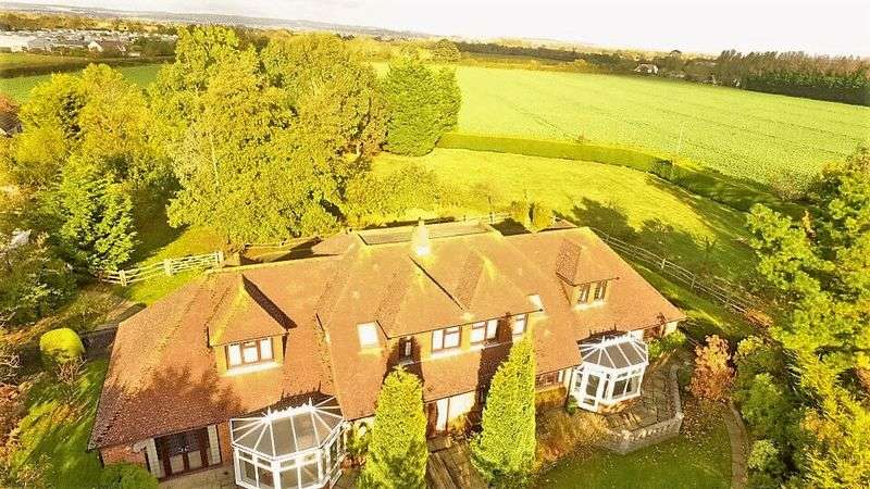5 Bedrooms Detached House for sale in Shripney Road, Shripney, PO22