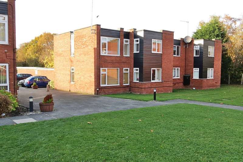 2 Bedrooms Flat for sale in Blackmoor Court, Leeds, LS17
