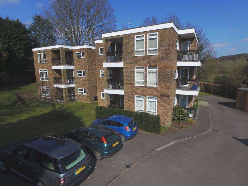 3 Bedrooms Apartment Flat for sale in Watlington Court, GREAT MISSENDEN, HP16