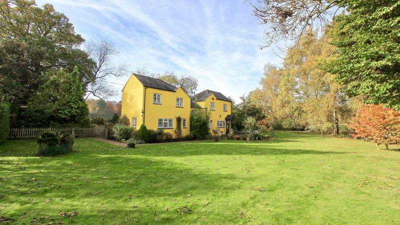 4 Bedrooms Detached House for sale in Potter Row, Great Missenden, hp16