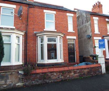 3 Bedrooms Semi Detached House for sale in Alexandra Road, Wrexham, Wrecsam, LL13