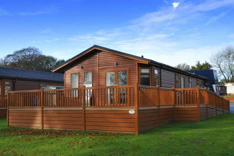 2 Bedrooms Detached Bungalow for sale in Haveringland Hall Country Park, Norwich, Norfolk, NR10