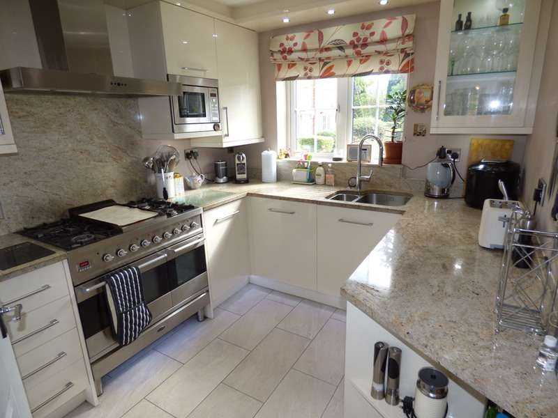 4 Bedrooms Town House for sale in Welldale Mews, Sale, Greater Manchester, M33