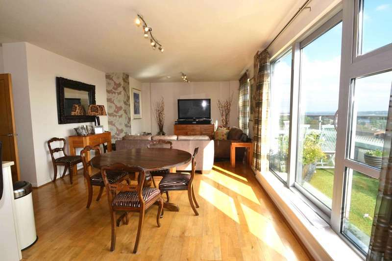 3 Bedrooms Penthouse Flat for sale in Queen Mary avenue, South Woodford, London, E18
