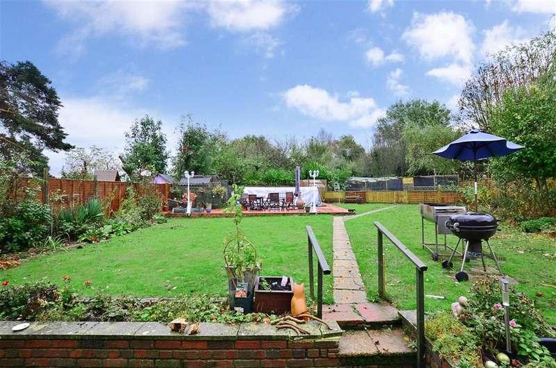 3 Bedrooms Semi Detached House for sale in Oakmead, Tonbridge, Kent