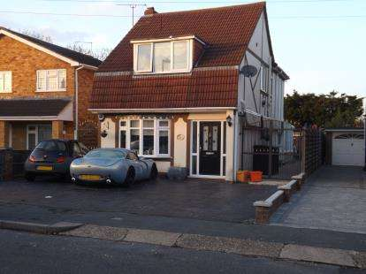 4 Bedrooms Detached House for sale in Laindon, Essex, United Kingdon