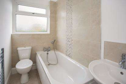 3 Bedrooms Bungalow for sale in Bradwell, Great Yarmouth, Norfolk
