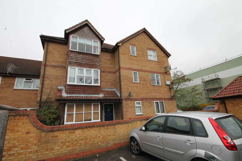 Flat for sale in Frobisher Road, Erith