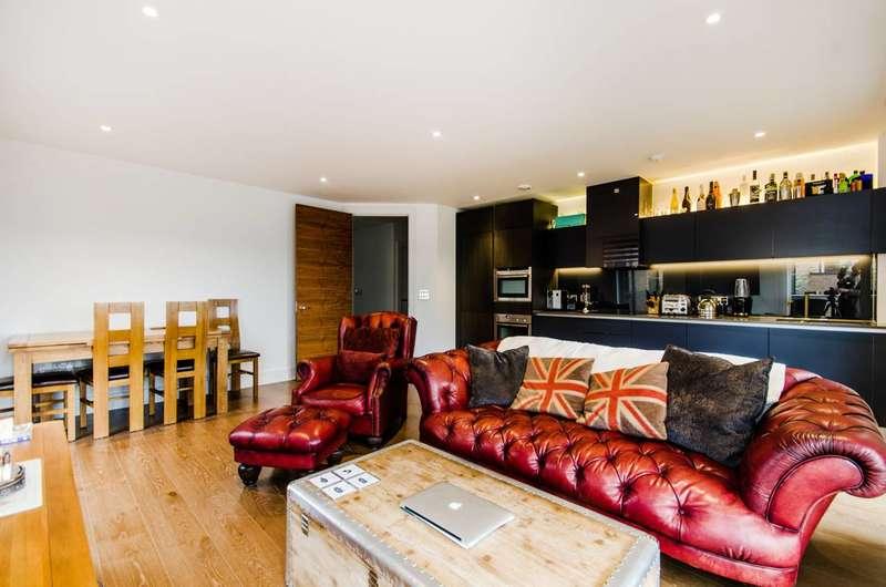 2 Bedrooms Flat for sale in Tizzard Grove, Kidbrooke, SE3