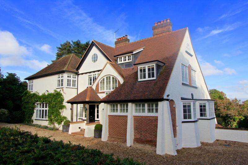 5 Bedrooms Detached House for sale in Grimms Hill, GREAT MISSENDEN, HP16